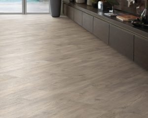 Karndean Knight Tile KP104 Light Worn Oak